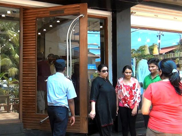 Smriti Irani caught in Goa Fabindia trial room, four held after she files FIR in Goa Fabindia trial room